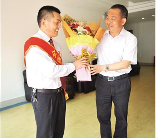 刘家奇荣获全国劳动模范称号
